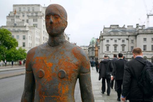 England, London, Waterloo Bridge. One of Anthony Gormley's Event Horizon sculptures on Waterloo Bridge. : Stock Photo