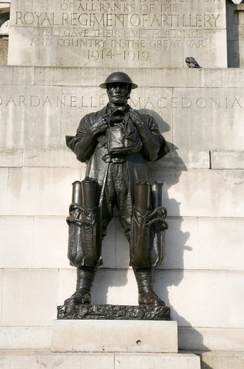 England, London, Belgravia. The Royal Artillery Memorial for those who died in World War I at Hyde Park Corner. : Stock Photo