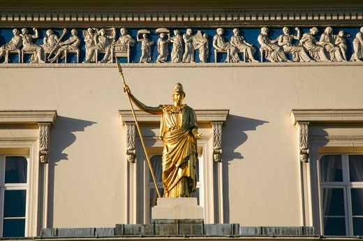 England, London, St James's. Statue of Athene on the Athenaeum Club on Waterloo Place. : Stock Photo