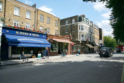 England, London, Clapham. Parade of shops on The Pavement in Clapham. : Stock Photo