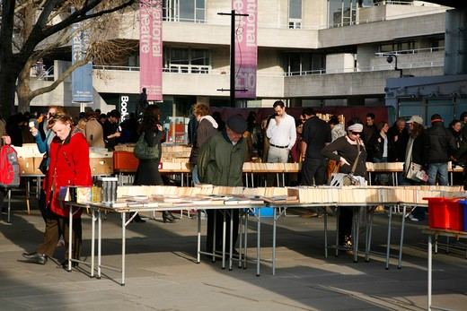 England, London, South Bank. Riverside Walk book market on Queen's Walk under Waterloo Bridge on the South Bank. : Stock Photo
