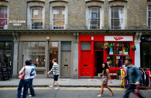 England, London, Shoreditch. Shops on Cheshire Street in Shoreditch. : Stock Photo
