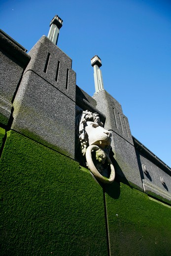 England, London, Vauxhall. Embankment Lion on the river wall of the River Thames at Vauxhall. : Stock Photo