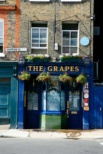 England, London, Limehouse. The Grapes pub on Narrow Street in Limehouse. : Stock Photo