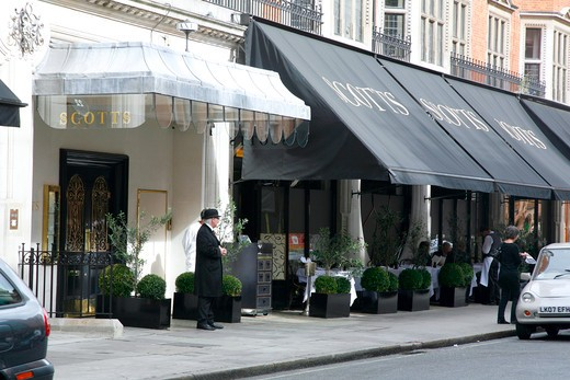 England, London, Mayfair. Exterior of Scott's restaurant on Mount Street in Mayfair. : Stock Photo