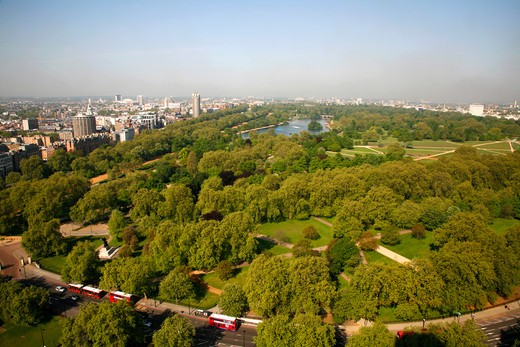 England, London, Hyde Park. Elevated view of Hyde Park and Park Lane looking west towards Knightsbridge, Kensington and Bayswater. : Stock Photo