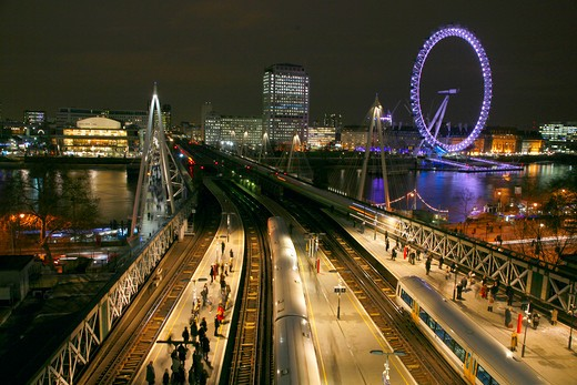 England, London, Charing Cross Railway Station. View across Charing Cross railway station over Hungerford Bridge towards the Royal Festival Hall and the London Eye. : Stock Photo