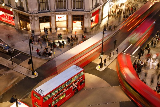 England, London, Oxford Circus. Buses crossing Oxford Circus in the West End. : Stock Photo