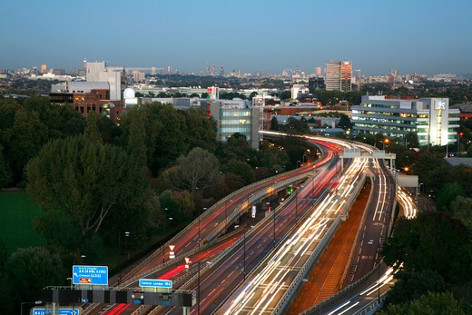 England, Middlesex, Brentford. A view east along the elevated section of the M4 motorway at Brentford to the central London skyline in the far distance. : Stock Photo