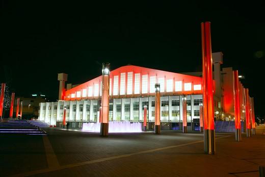 England, London, Wembley Arena. Exterior of Wembley Arena at night. : Stock Photo