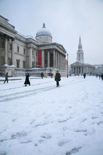 England, London, Trafalgar Square. Snow in Trafalgar Square. : Stock Photo