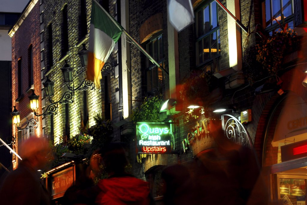 Stock Photo: 4282-25571 Republic of Ireland, Dublin, Temple Bar. The busy nightlife of the Temple Bar area in Dublin.