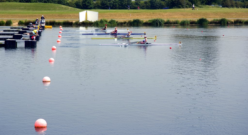 England, Buckinghamshire, Dorney. The start of a single sculls race in the Metropolitan Regatta at Eton Dorney, the venue for Rowing, Paralympic Rowing and Canoe Sprint events during the London 2012 Games. : Stock Photo