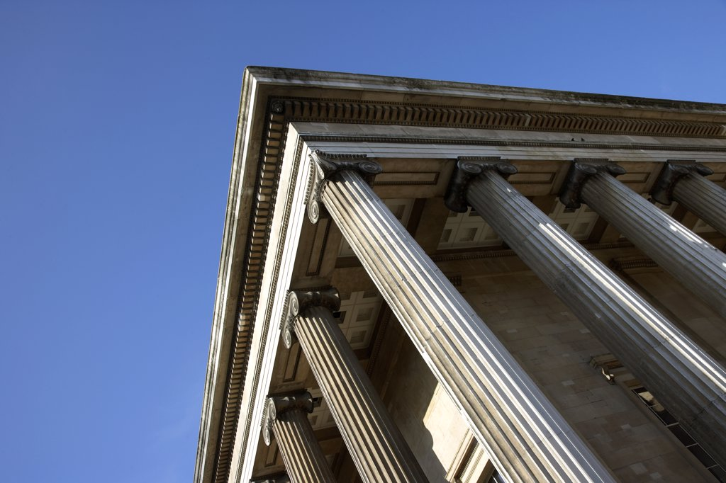 England, London, Great Russell Street. An external section of the architecture of the British Museum. : Stock Photo