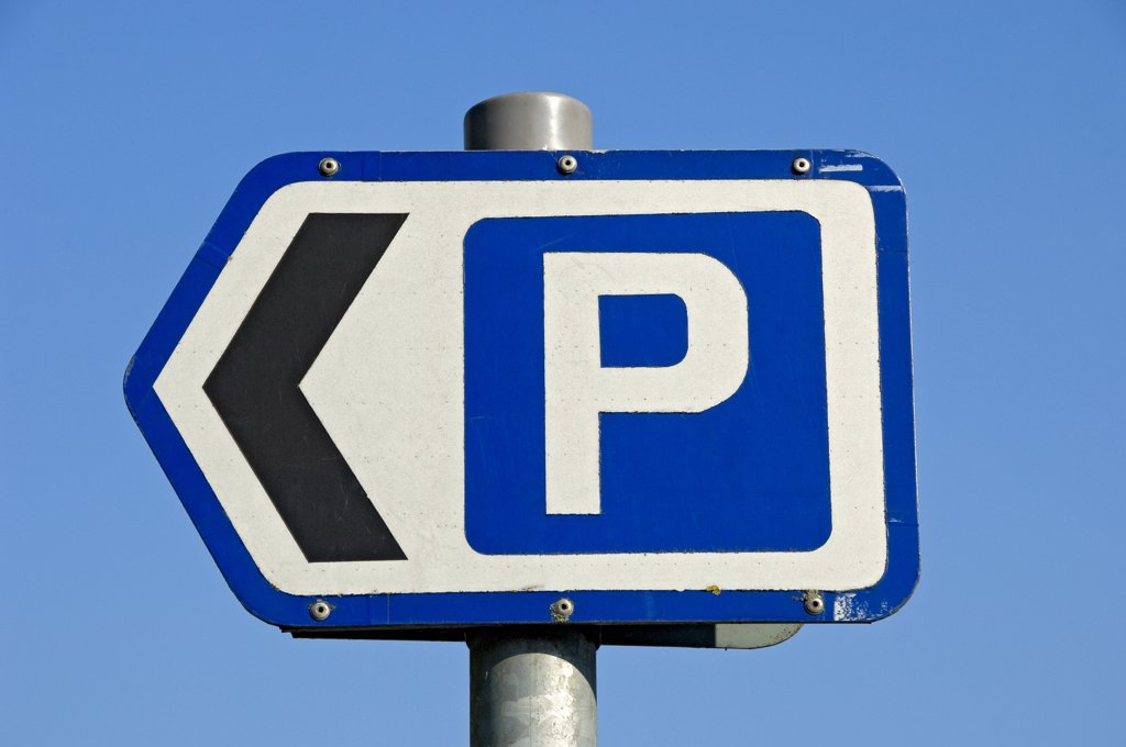 Stock Photo: 4282-29111 England, North Yorkshire, Ripon. Parking sign displaying