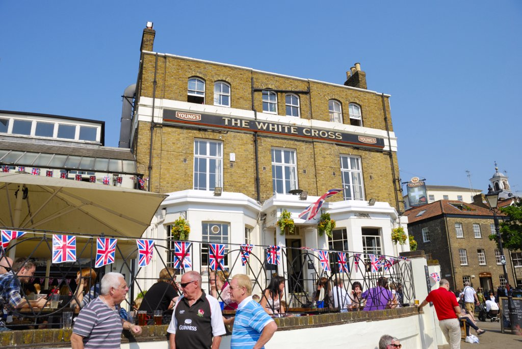 Stock Photo: 4282-29503 England, London, Richmond-upon-Thames. Union flag bunting on railings outside the White Cross pub, a traditional historic riverside pub overlooking Richmond Bridge.