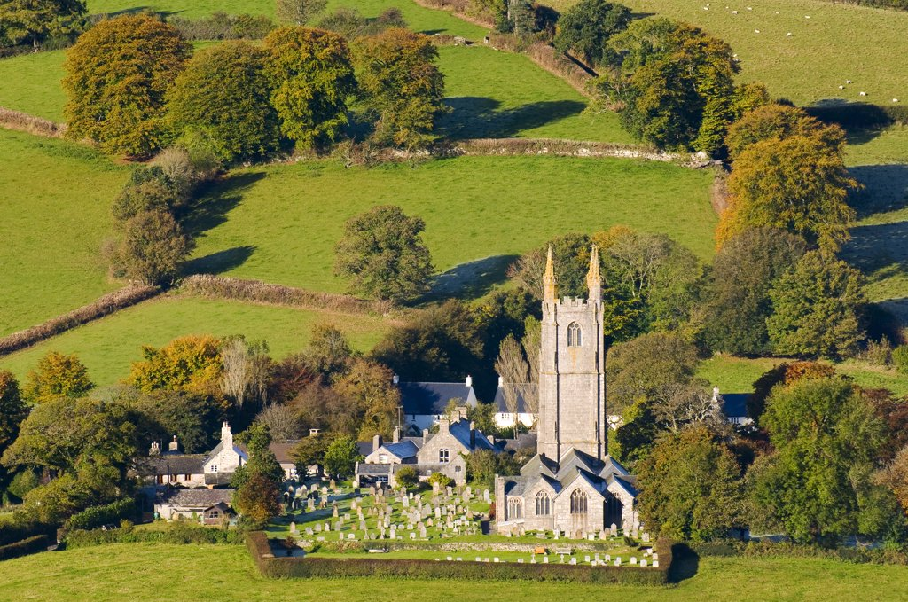 England, Devon, Widecombe-in-the-Moor. The church of St Pancras, known as the 'Cathedral of the Moors' in Dartmoor National Park. : Stock Photo