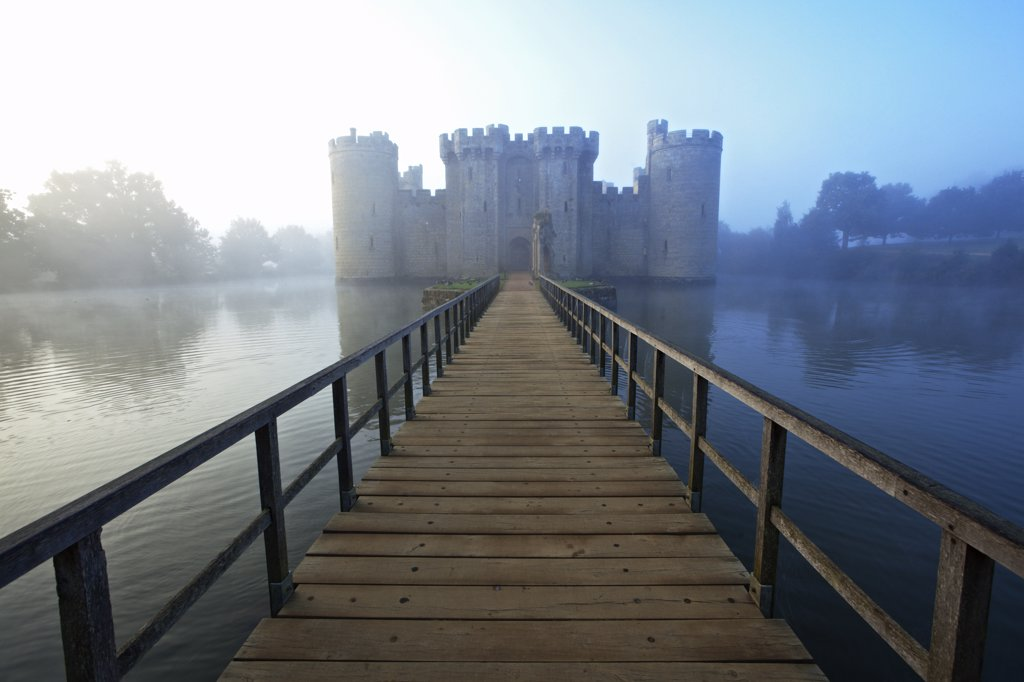England, East Sussex, Bodiam. Wooden Bridge leading over the moat to Bodiam Castle, an almost perfect example of a 14th century medieval castle. : Stock Photo