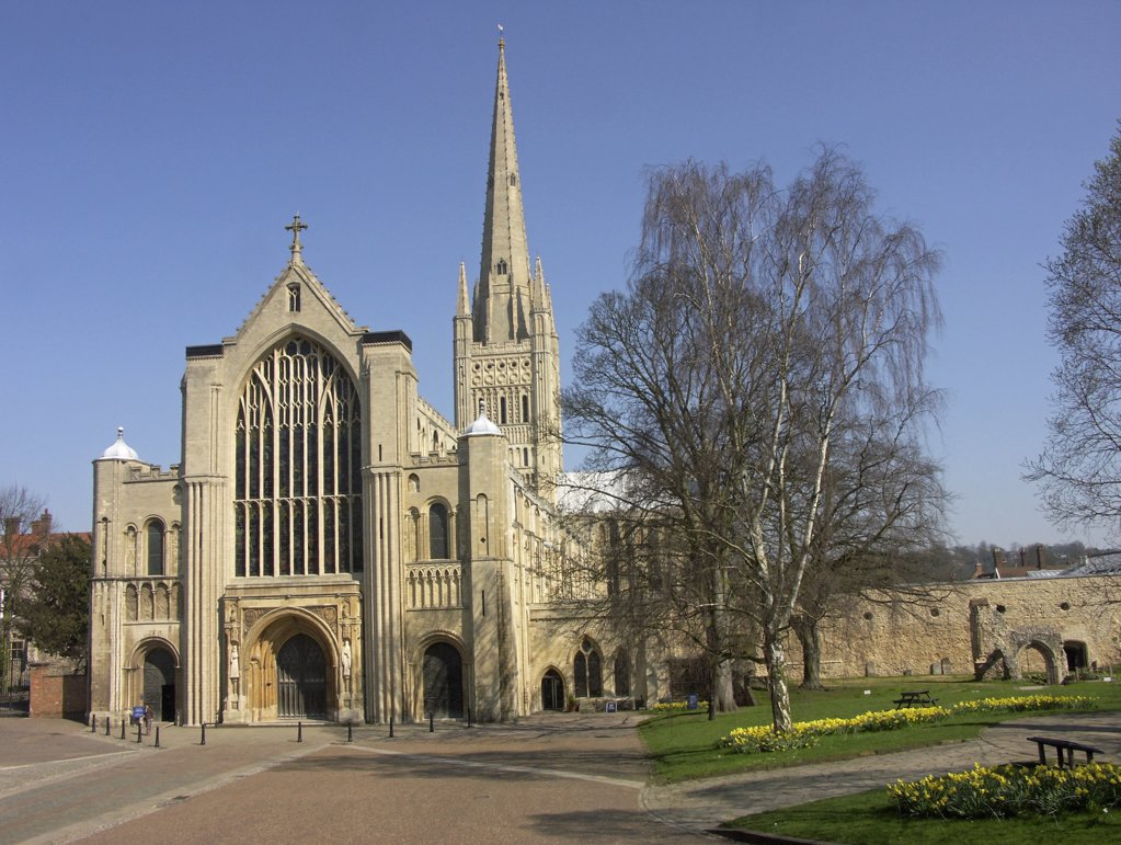 England, Norfolk, Norwich. The magnificent Norwich Cathedral boasts the second highest spire in England. : Stock Photo