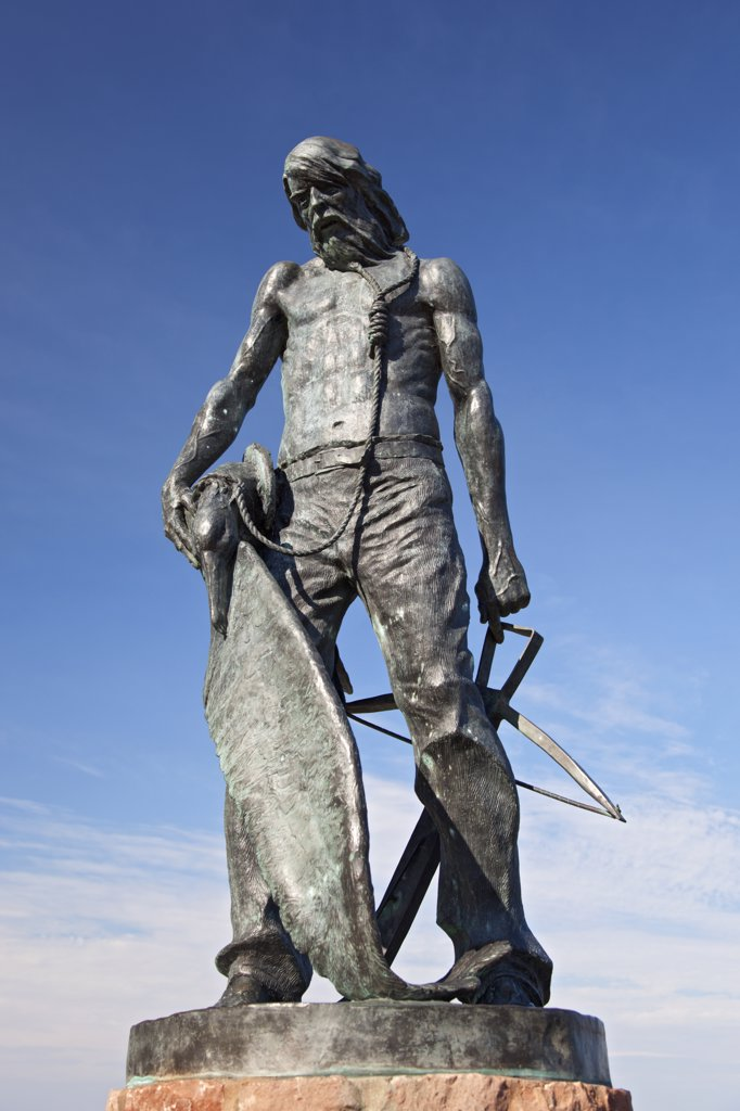 England, Somerset, Watchet. Statue of the Ancient Mariner in Watchet harbour, created as a tribute to Samuel Taylor Coleridge, whose poem 'The Rime of the Ancient Mariner' was written whilst in the Watchet area. : Stock Photo