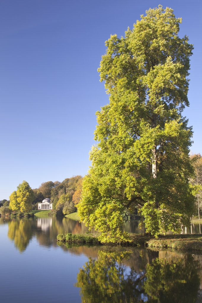 England, Wiltshire, Stourton. View of the Pantheon across the lake in autumn at Stourhead Garden. : Stock Photo