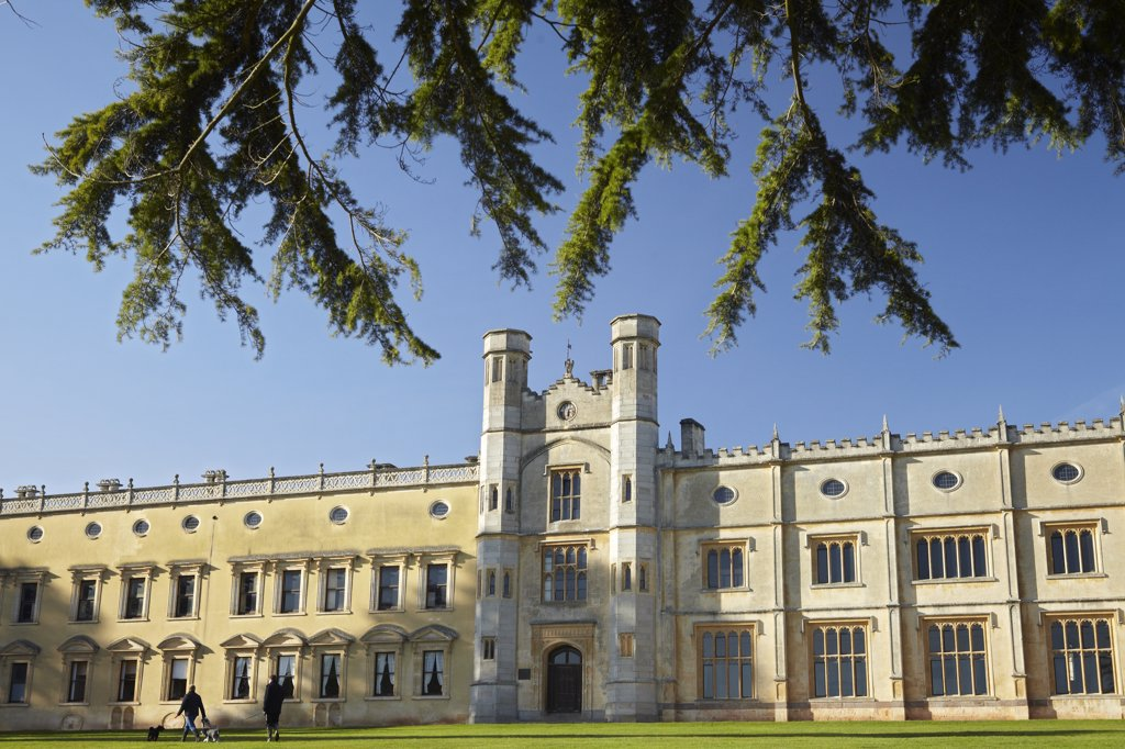 England, Bristol, Ashton Court. Ashton Court, a mansion house largely built in the 15th century and enlarged by the Smyth family who bought the estate in 1545. The building is now owned by the City of Bristol. : Stock Photo