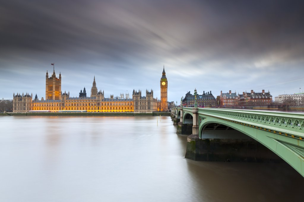 England, London, Westminster. Westminster Bridge over the River Thames leading towards Big Ben and the Houses of Parliament. : Stock Photo