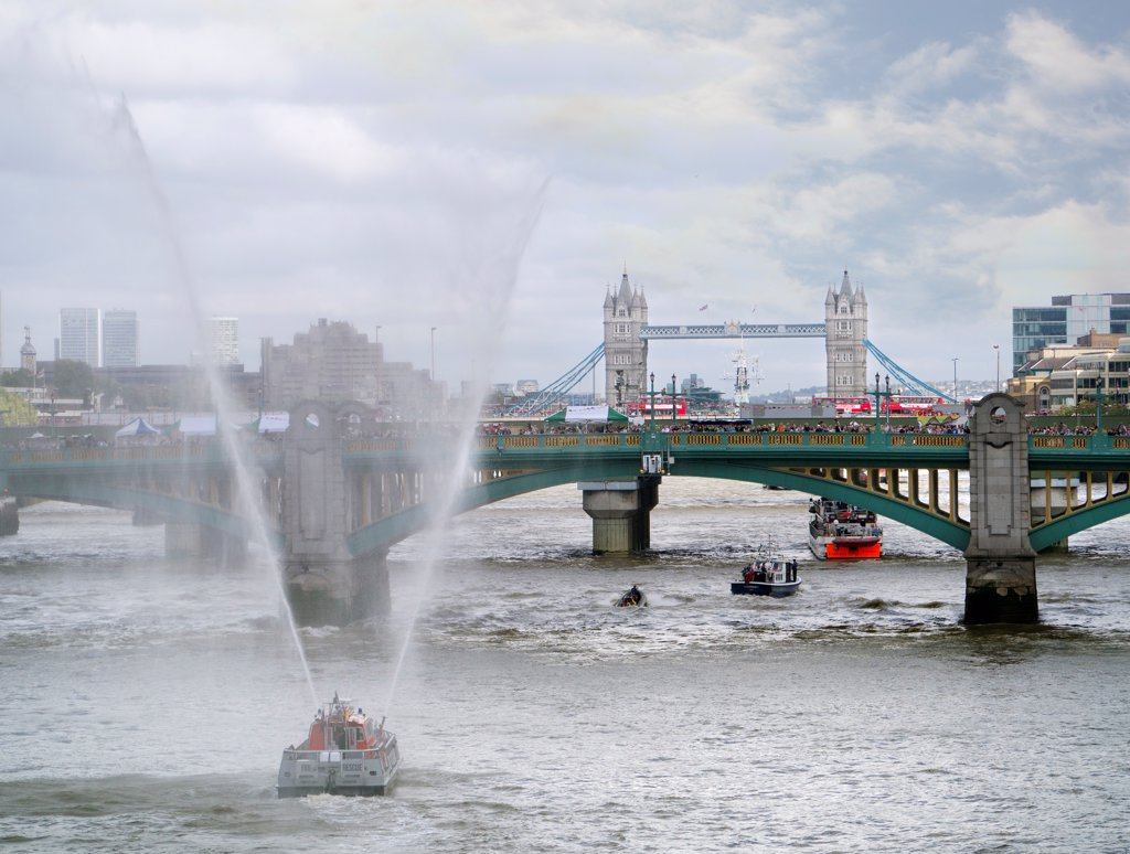 England, London, Southwark Bridge. A fireboat passes under Southwark Bridge during the Thames Festival. : Stock Photo