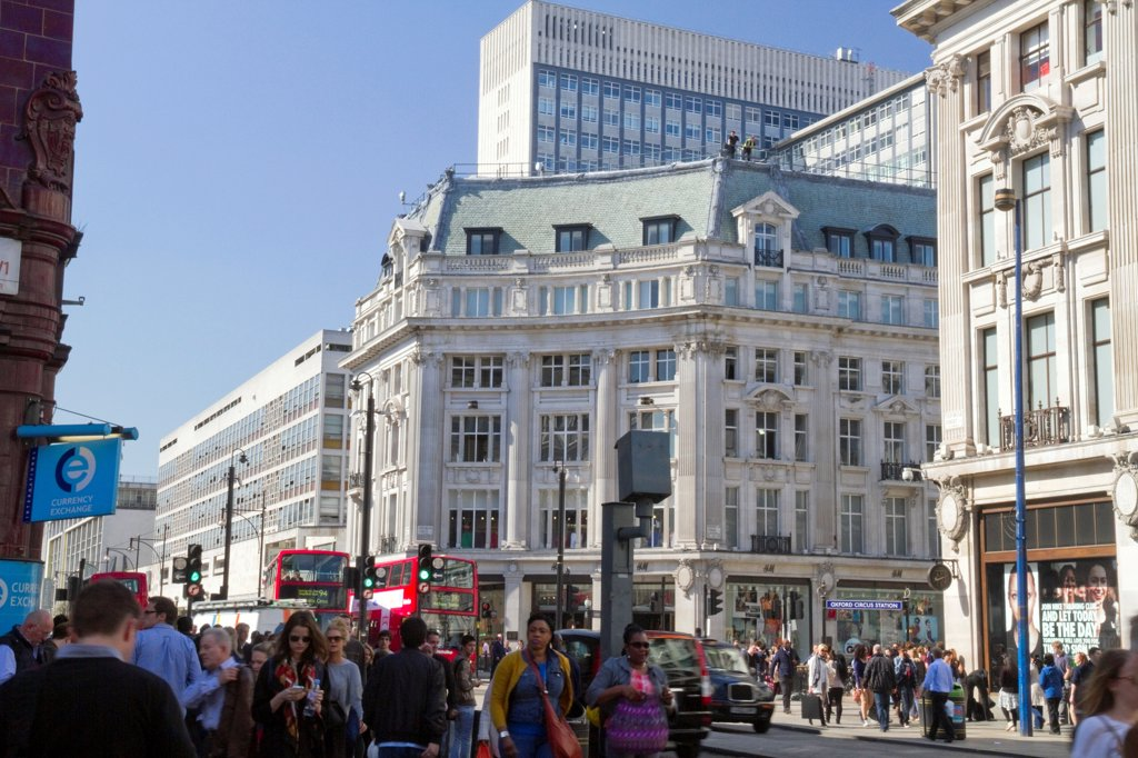 England, London, Oxford Circus. Oxford Circus and lunch-time crowds. : Stock Photo