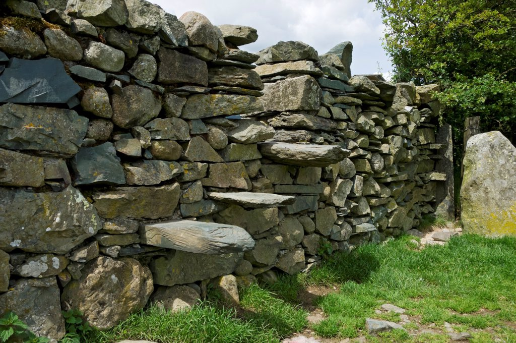 England, Cumbria, Grasmere. Stile set in a dry stone wall. : Stock Photo