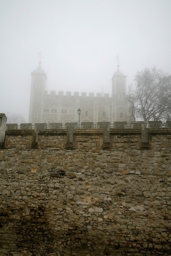 England, London, City of London. Fog-shrouded White Tower at the Tower of London. : Stock Photo