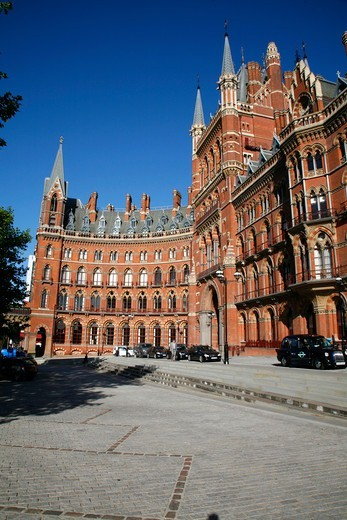 England, London, St Pancras Station. View towards the Gilbert Scott restaurant in the St Pancras Renaissance Hotel at St Pancras Station. : Stock Photo