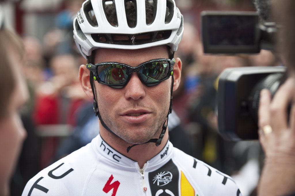 Scotland, Scottish Borders, Peebles. Mark Cavendish of Team HTC Highroad speaks to the media before the start of stage one of the 2011 Tour of Britain. : Stock Photo