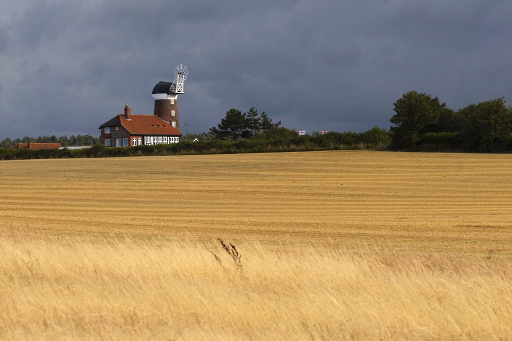 England, Norfolk, Weybourne. A storm passes over Weybourne Towermill in Norfolk. : Stock Photo
