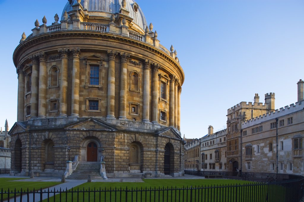 England, Oxfordshire , Oxford. A view to the Radcliffe Camera building in Oxford. : Stock Photo