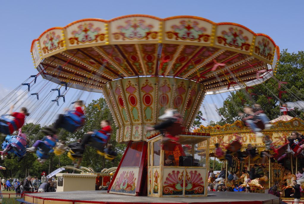 England, Kent, Detling. A traditional swing chair ride in motion at the Kent County Show. : Stock Photo