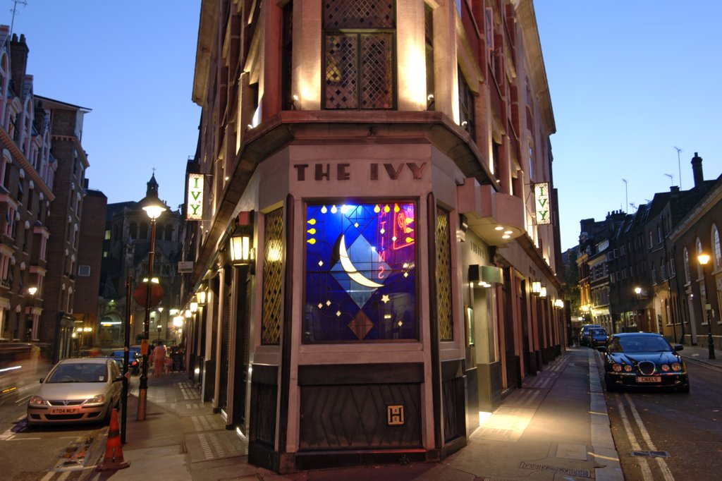 England, London, London. Exterior of the Ivy restaurant in Covent Garden in London. The Ivy opened in 1917 and is sister restaurant to Le Caprice. : Stock Photo