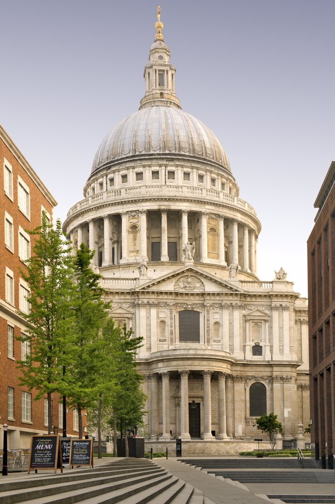Stock Photo: 4282-7717 England, London, The City of London. St Paul's cathedral, designed by Sir Christopher Wren in the 17th century.