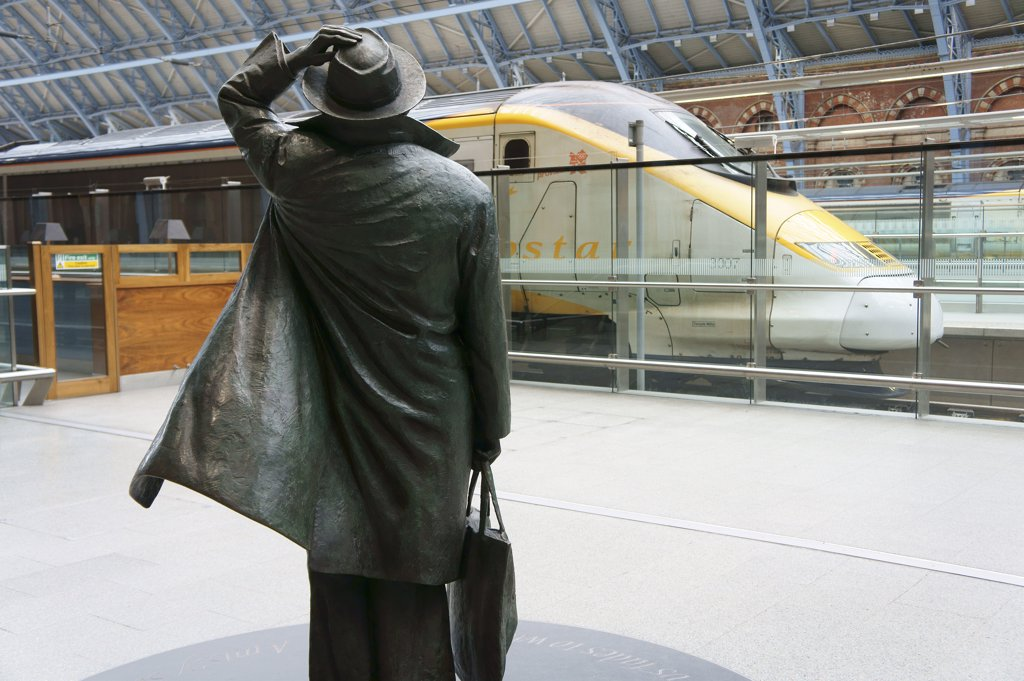 Stock Photo: 4282-7854 England, London, St Pancras. John Betjeman statue by Martin Jennings on the concourse of St Pancras Station, the home of Eurostar. Betjeman helped save St Pancras from demolition in the 1960's.