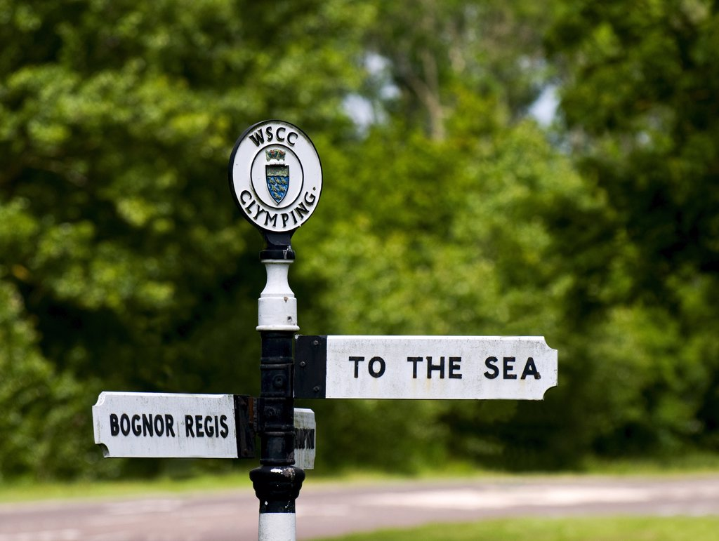 Stock Photo: 4282-8322 England, West Sussex, Clymping. A road sign with directions 'TO THE SEA' and 'BOGNOR REGIS'.