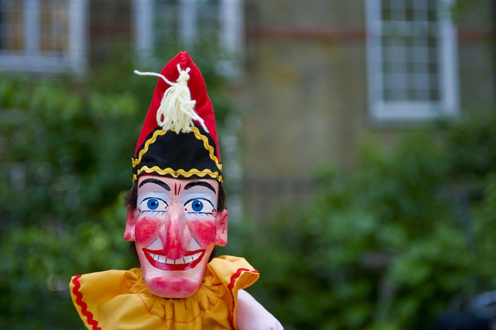 England, London, Covent Garden. Mr Punch puppet in a booth during a performance at the annual Punch and Judy festival in Covent Garden. : Stock Photo
