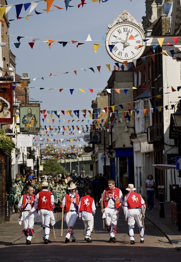 England, Kent, Rochester. East Kent Morris Men performing at the annual Sweeps Festival in Rochester. : Stock Photo