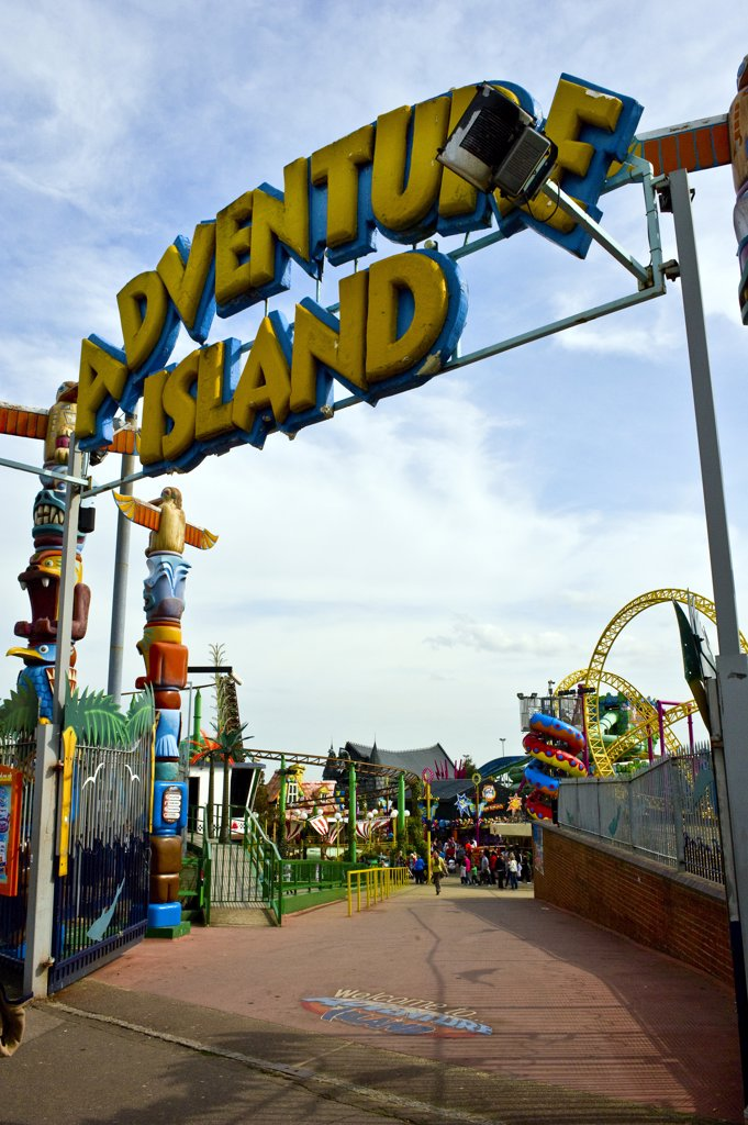 England, Essex, Southend-on-Sea. The entrance to Adventure Island, a theme park on the Western Esplanade in Southend-on-Sea. : Stock Photo