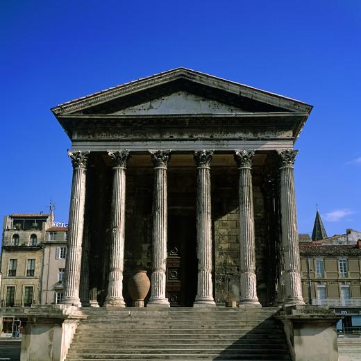 MAISON CARREE SQUARE ROMAN TEMPLE NIMES PROVENCE FRANCE : Stock Photo