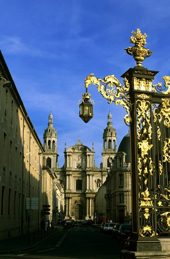 Stock Photo: 4285-10517 GILT WROUGHT-IRON RAILINGS PLACE STANISLAS SQUARE AND CATHEDRAL NANCY LORRAINE FRANCE