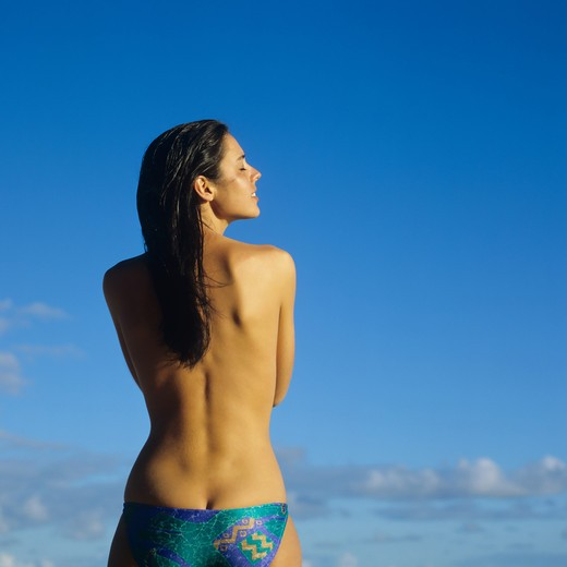 MR BACK VIEW OF A TOPLESS YOUNG WOMAN GUADELOUPE FRENCH WEST INDIES : Stock Photo