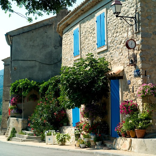 house with blue shutters and doors saint-leger-du-ventoux provence france : Stock Photo