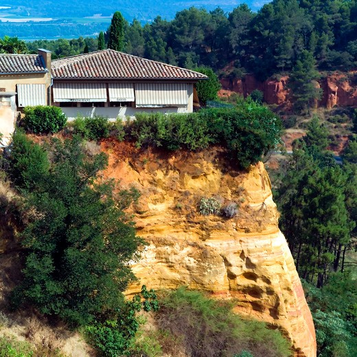 Stock Photo: 4285-11271 david restaurant on ochre cliff roussillon village provence france