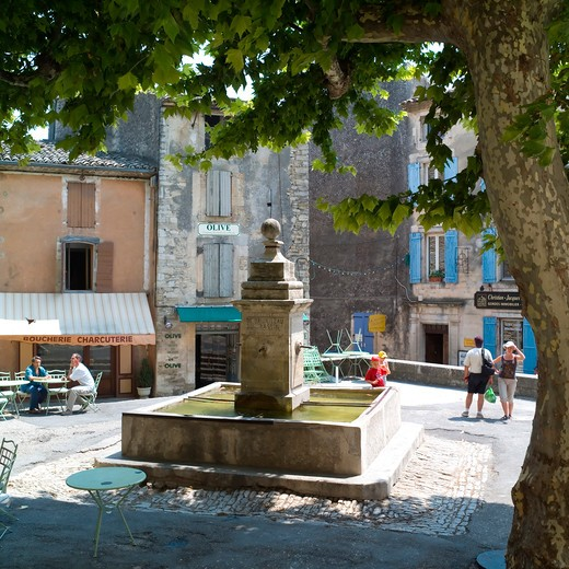 shadowed square with fountain gordes village provence france : Stock Photo