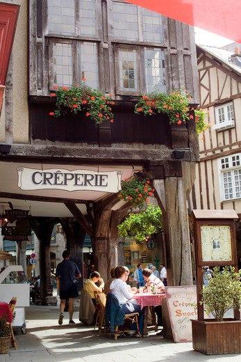 Stock Photo: 4285-12013 pancake restaurant and half-timbered houses dinan brittany france